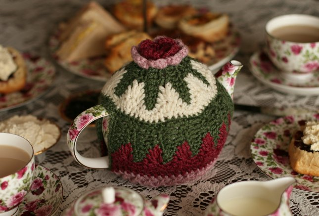 Christmas Tea Cosies To Knit And Crochet Free Patterns