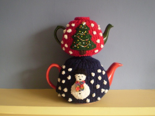Christmas Tea Cosies to knit and crochet   free patterns ...