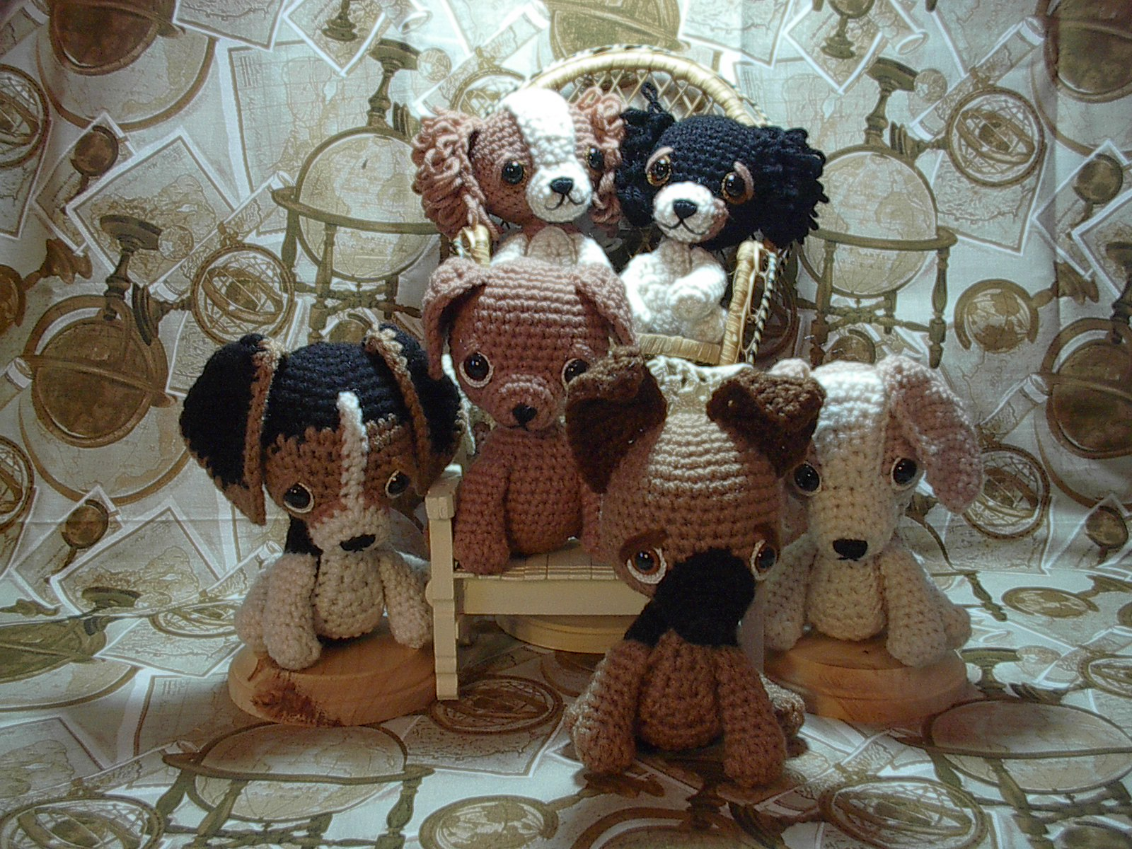 Amigurumi Pug Dog Pattern : Crochet Amigurumi Dogs free patterns Grandmothers ...