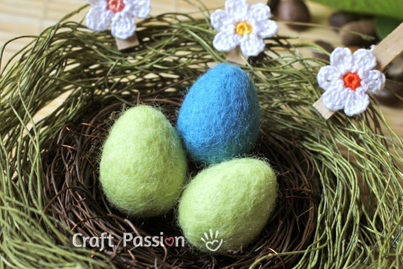 The Prettiest Easter Eggs to knit, crochet, sew – free patterns