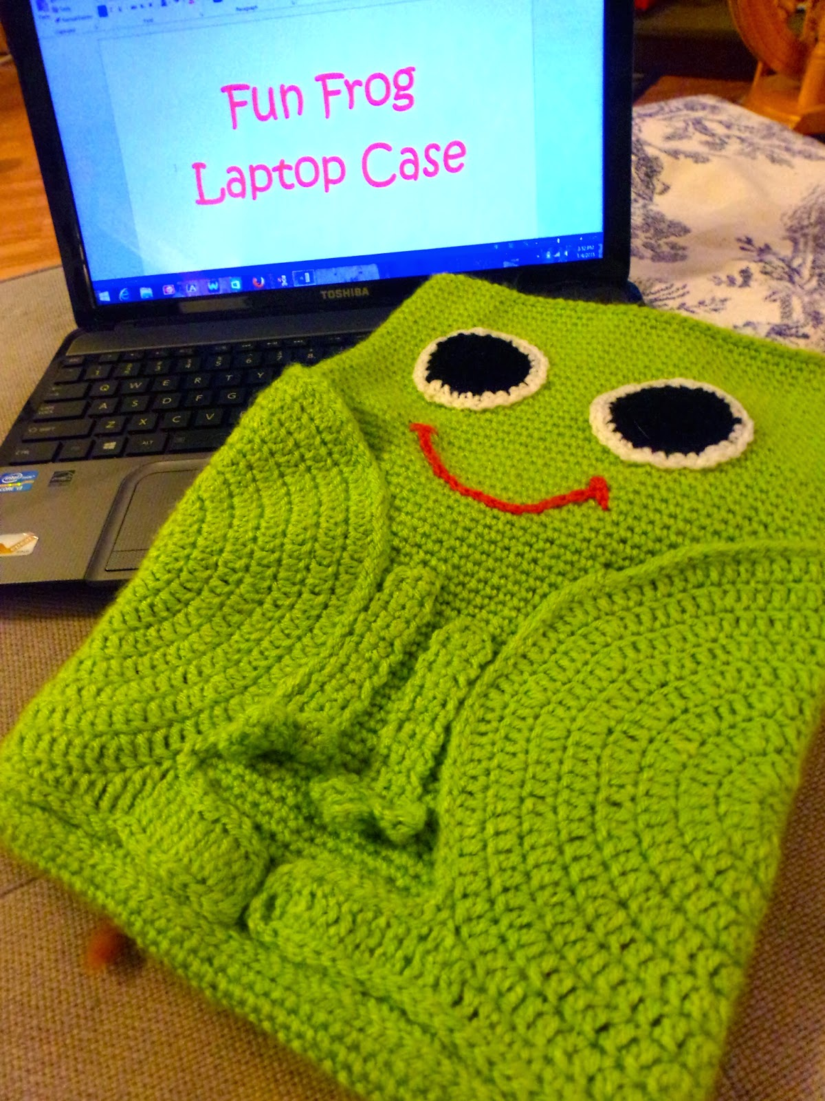 Crochet a frog for april its national frog month free frog baby booties bankloansurffo Gallery