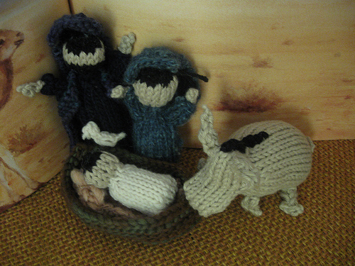 Knitting Patterns Nativity Free : Christmas in July   Knit and Crochet Nativity Sets   free ...