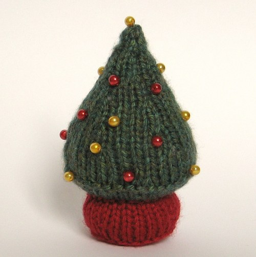 Quick Knits Free Pattern : Christmas in July   Knit a Christmas Tree   free patterns   Grandmothers...