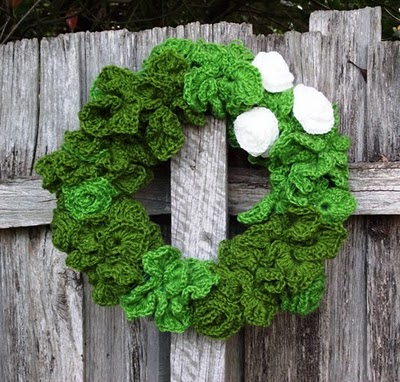 Pretty Knit and Crochet Christmas Wreaths ? free patterns ...