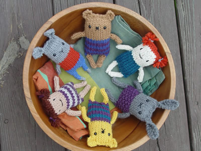 Knitted Baby Bunting Pattern : Simple Dolls to Knit   12 free patterns   Grandmothers Pattern Book