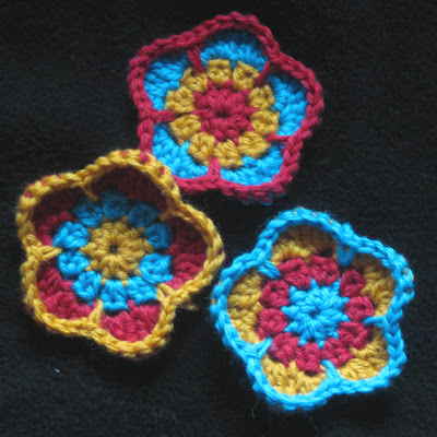 Lovely Flowers to Crochet ? free patterns ? Grandmothers ...