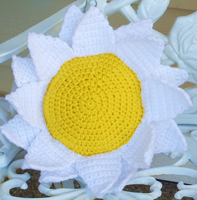 Flower Pillows To Knit And Crochet From The Archives 52 Free