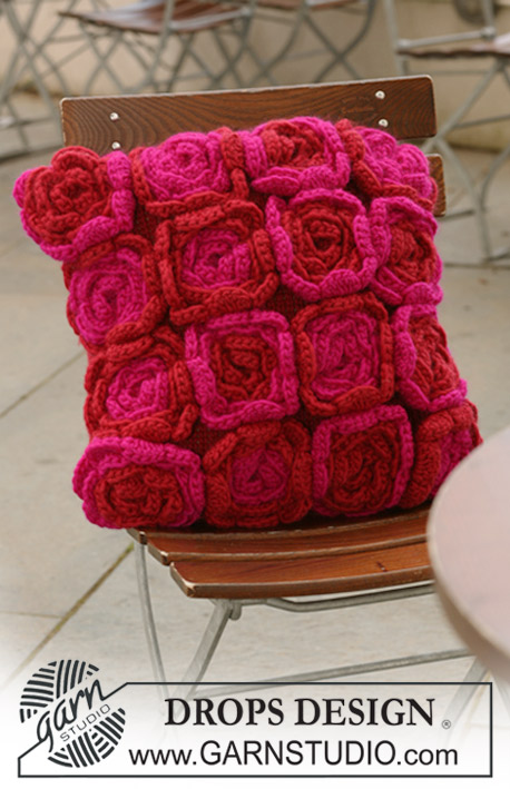 Free Crochet Patterns Flower Pillows : Pretty Flower Pillows to Crochet ? 18 free patterns ...