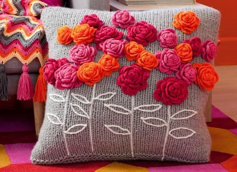 Pretty Flower Pillows to Crochet ? 18 free patterns ...