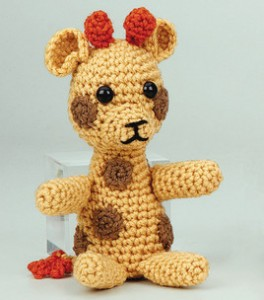 P499977_little_crochet_giraffe_m