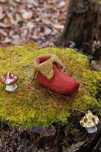 Knitting Pattern For Baby Elf Shoes : Beautiful Fairy Tale Knits   free patterns   Grandmothers Pattern Book