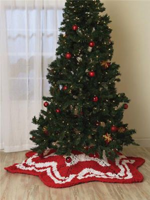 Christmas Tree Skirt Knitting Pattern : Knit Your Christmas Tree Skirt   9 free patterns   Grandmothers Pattern ...
