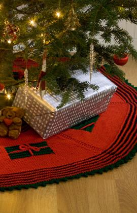 Knit Your Christmas Tree Skirt 9 Free Patterns