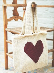 PP-feb12-knit-love-heart-bag300x400
