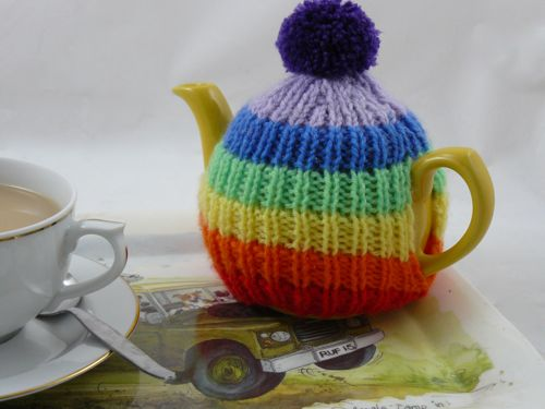 Small Tea Cosy Knitting Pattern : More Rainbows to Knit   25 free patterns   Grandmothers Pattern Book