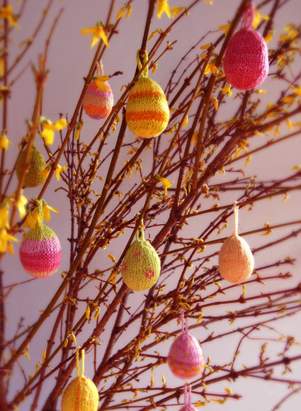 Knit Easter Eggs   15 free patterns   Grandmothers Pattern Book