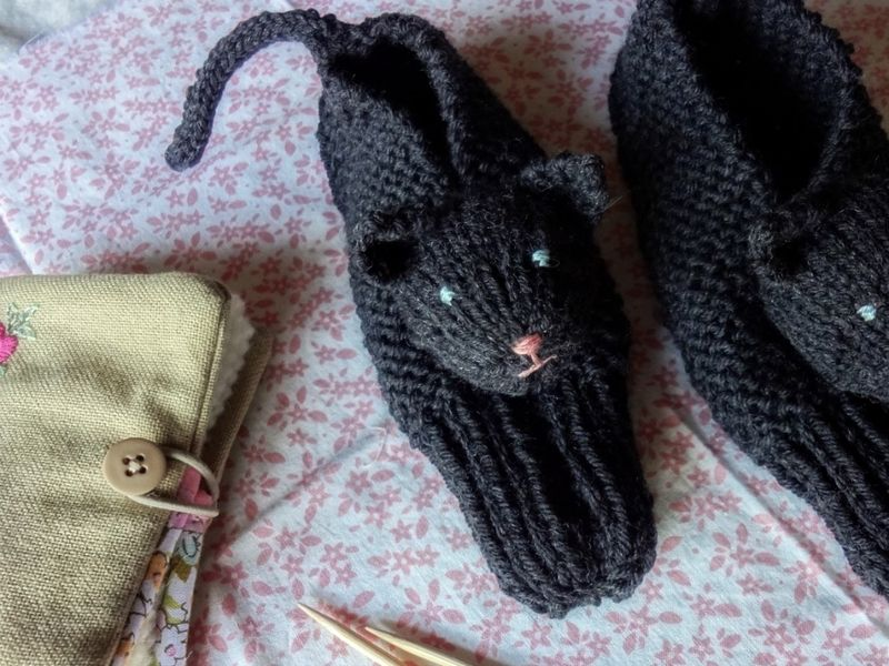 Knitting Kitten : Cats in your wardrobe free patterns to knit and crochet