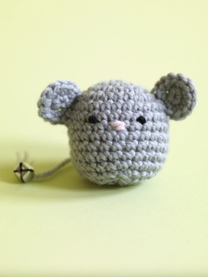 Knit and crochet toys for your cat 19 free patterns for How to crochet cat toys