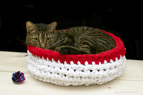 A Bed For Your Cat Free Patterns To Knit And Crochet
