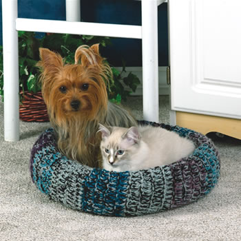 Knitting Patterns For Pet Beds : A Bed for Your Cat   free patterns to knit and crochet   Grandmothers Pa...
