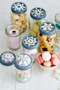 Crocheted-jar-lid-doilies-300x450