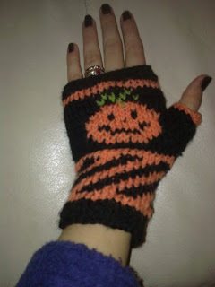 Free Halloween Knitting Patterns : Knit Pumpkins and Pumpkin Color Knits for Fall   22 free patterns   Grandmoth...