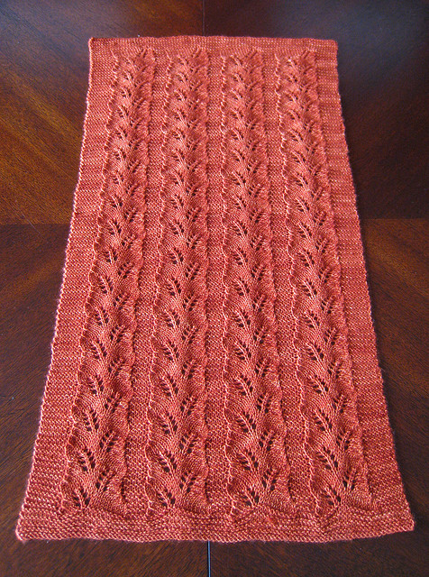 Knitted Table Runner Lace Pattern : Knit Table Runners   free patterns   Grandmothers Pattern Book