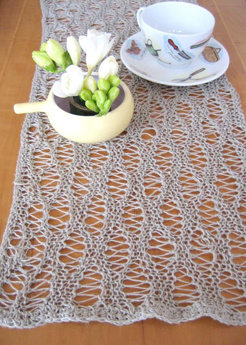 Free Crochet Patterns For Christmas Table Runners : Knit Table Runners ? free patterns ? Grandmothers Pattern ...