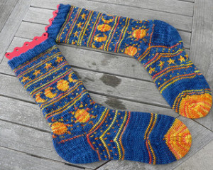 Free Knitting Pattern For Moon Socks : Knit the Moon and the Stars   more free patterns   Grandmothers Pattern ...