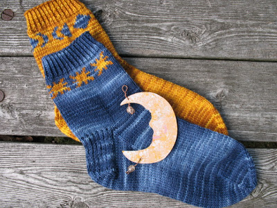 Knit Pattern For Moon Socks : Knit the Moon and the Stars   more free patterns   Grandmothers Pattern ...