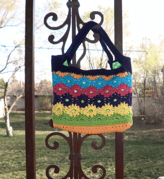More Flower Handbags and Totes to Crochet – free patterns – Grandmother's Pattern Book