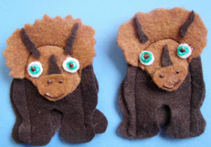 triceratops finger puppet-1