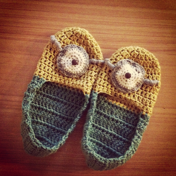 Free Pattern Crochet Minion Slippers : Minions! Free Patterns to Crochet ? Grandmothers Pattern Book