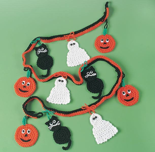 A few more garlands and banners to crochet free patterns for Halloween girlande