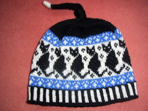 Black_cats_beanie1_small2 (1)