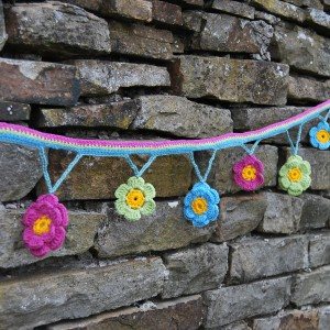 crochet-flower-garland-001-300x300