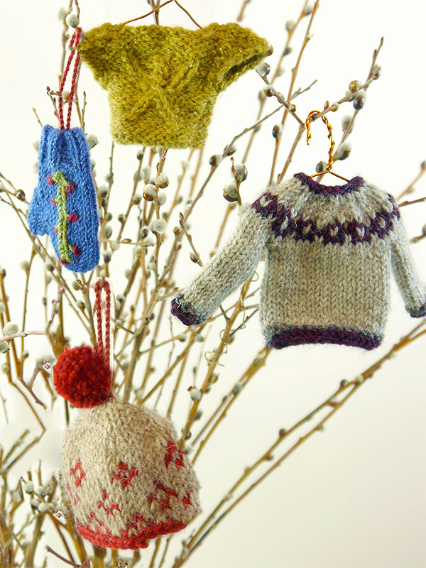 Mini Christmas Sweaters to Knit and Crochet   free ...