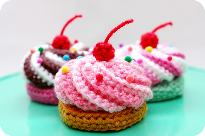 Crochet Pattern Free Cupcake : Everything Cupcakes to Crochet ? free patterns ...