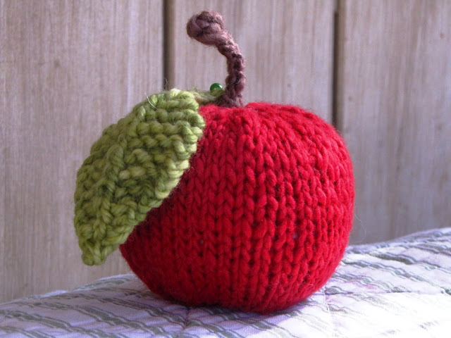 Apple Hat Knitting Pattern : Everything Apples to Knit for Fall   22 free patterns   Grandmothers Pat...