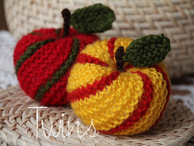 Knitted Apple Pattern : Everything Apples to Knit for Fall   22 free patterns   Grandmothers Pat...
