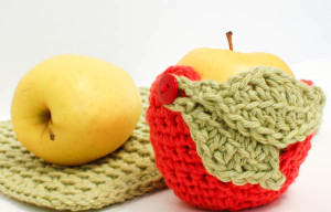 crochet-apple-cozy-1-of-2