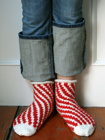 Knitting Patterns For Childrens Socks : Fun! Christmas Slippers to Knit for Adults and Children   20 free patterns   ...