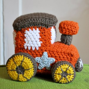 crochet-stuff-toy-train-amigurumi