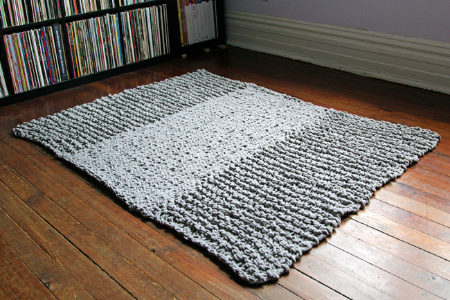 Knit Rug Pattern Free : Knit a Rug to Warm Your Floor   20 free patterns   Grandmothers Pattern ...