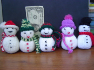 Lots of knitted snowmen