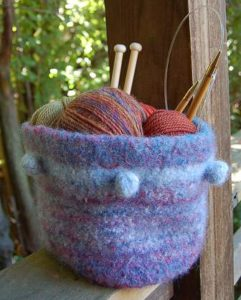 basket-bobble-felt