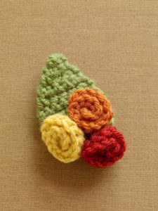 crochet-pattern-fall-flower-brooch-l0714-a