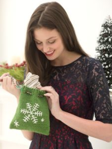 knit-pattern-snowflake-gift-bag-l40320