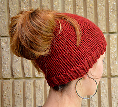 Popular this Season! Ponytail and Messy Bun Beanies – 18 free patterns to knit and crochet