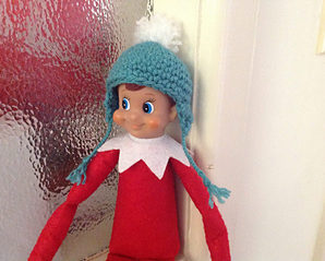Knit and Crochet Clothes for Your Elf on a Shelf – free patterns